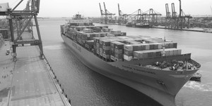 medium_Maersk_vessel__container_terminal_in_Laem_Chabang_